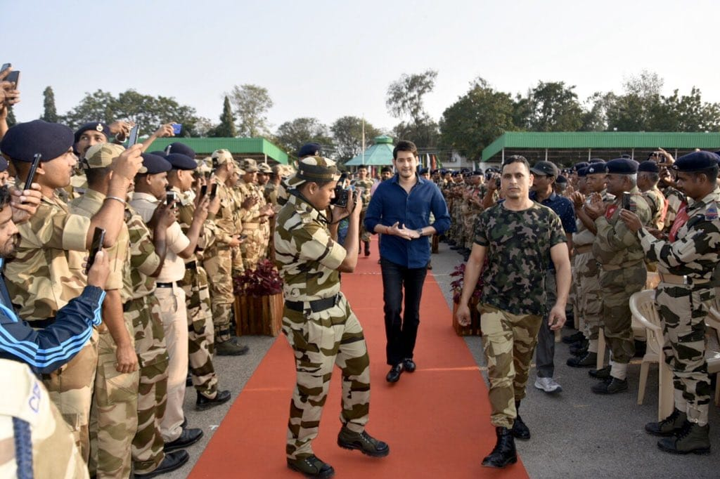 It was such an honour meeting all the brave soldiers. This was undoubtedly one of my most memorable days! Huge salute to the nation's heroes who continue to protect us everyday #SarileruMeekevvaru #HappyRepublicDay! <br>http://pic.twitter.com/YIqDafYuUg