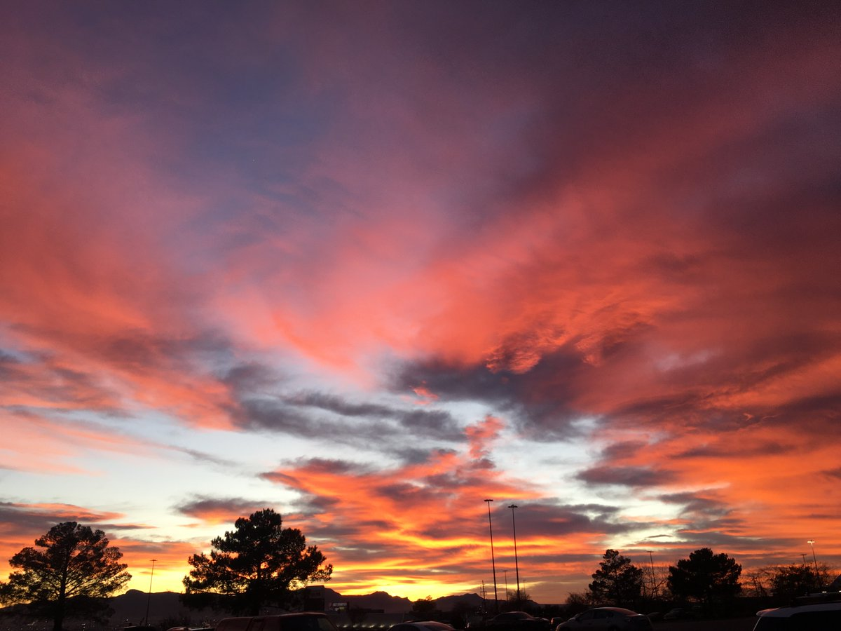 El Paso: where the sunsets are breathtaking. <br>http://pic.twitter.com/mr2Mxiie5R