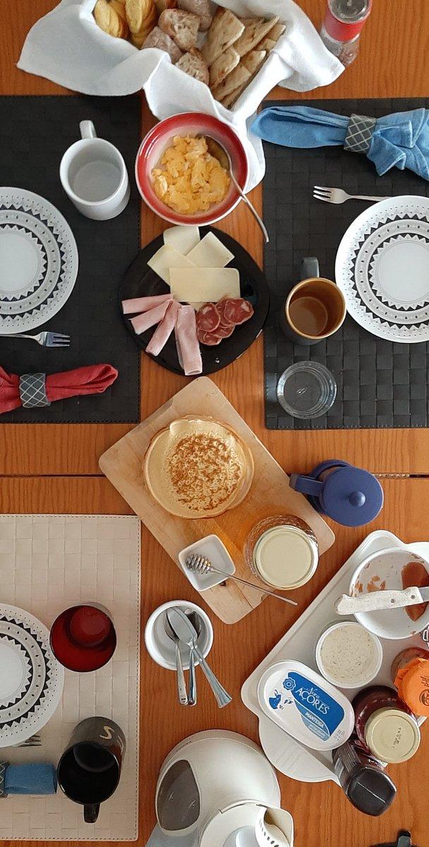 O pequeno almoço está servido!!!!! #asreceitasdalau #comidadaboa #bomapetite #instafood #instaphotography #foodie #food #foodphoto #foodblogger #blogger #bomdia #goodmorning #pequenoalmoço #breakfastpic.twitter.com/EpIhiz0rCV
