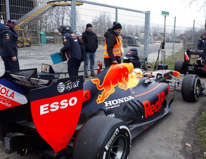 Naaldwijk schrik wakker met Formule 1 geluiden https://t.co/UG9n5vclxj https://t.co/Ir3N2rAJDJ