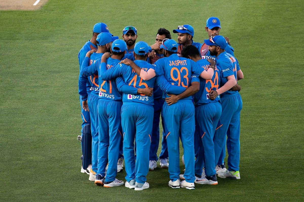Team India in hurdle during an ODI match (Credits: Twitter/ Virat Kohli)