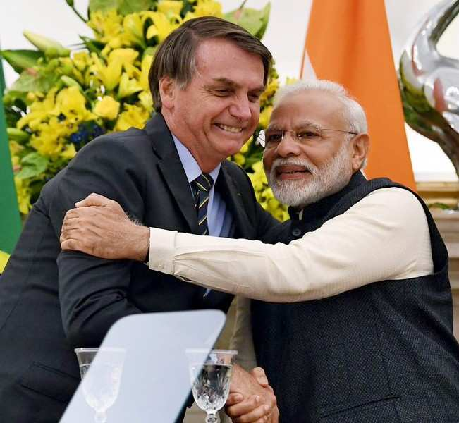 India, Brazil sign 15 pacts to bolster defence, trade ties READ: http://toi.in/E2lfWb/a24gk