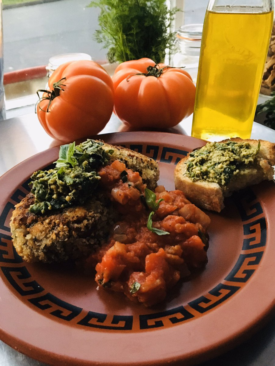 This weeks meal bag recipe- 'Feta and sundried tomato risotto cakes with chunky tomato sauce and pesto bruschetta'- vegan option available- Check Facebook- Rosie's Emporium-The Grocery #funkyfrankwellpic.twitter.com/d714Ah4LpI