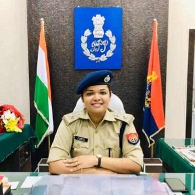 #Amethi उत्कृष्ट कार्य हेतु श्रीमान उत्तर प्रदेश पुलिस महानिदेशक द्वारा आप को सिल्वर मैडल प्राप्त होने पर पुलिस अधीक्षक दीदी @khyatigarg_ips  जी आपको ढ़ेर सारी बधाई  💐आप निरन्तर यूं ही प्रगतिशील रहे ।🙏सशक्त व् सुरक्षित अमेठी #जयहिंद#Congratulations #amethipolice #UPPolice
