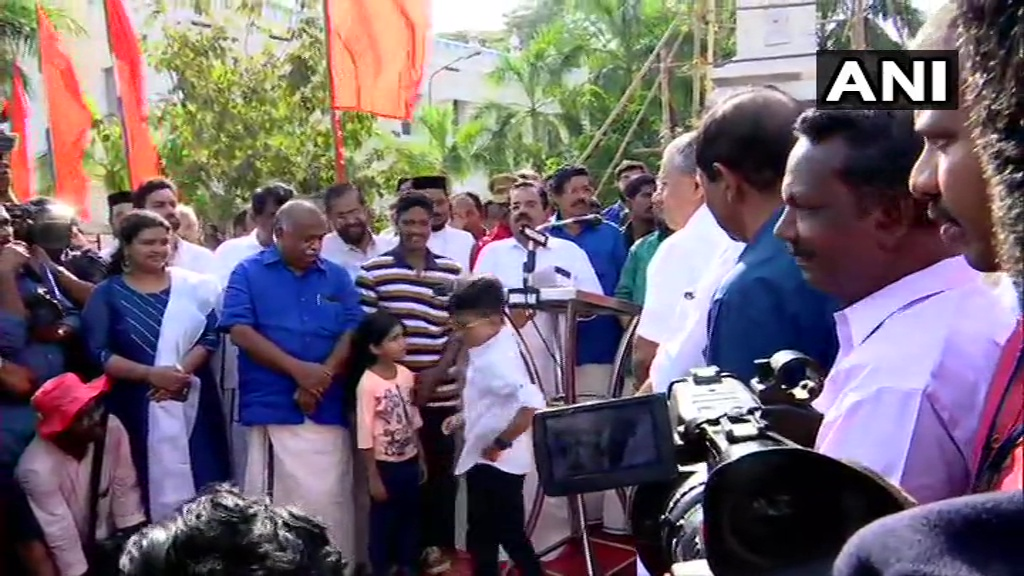 Kerala Chief Minster Pinarayi Vijayan participated in human chain organised by Left Democratic Front (LDF) as a protest against #CitizenshipAmendmentAct & National Register of Citizens, in Thiruvananthapuram#RepublicDayPicture credits: ANI