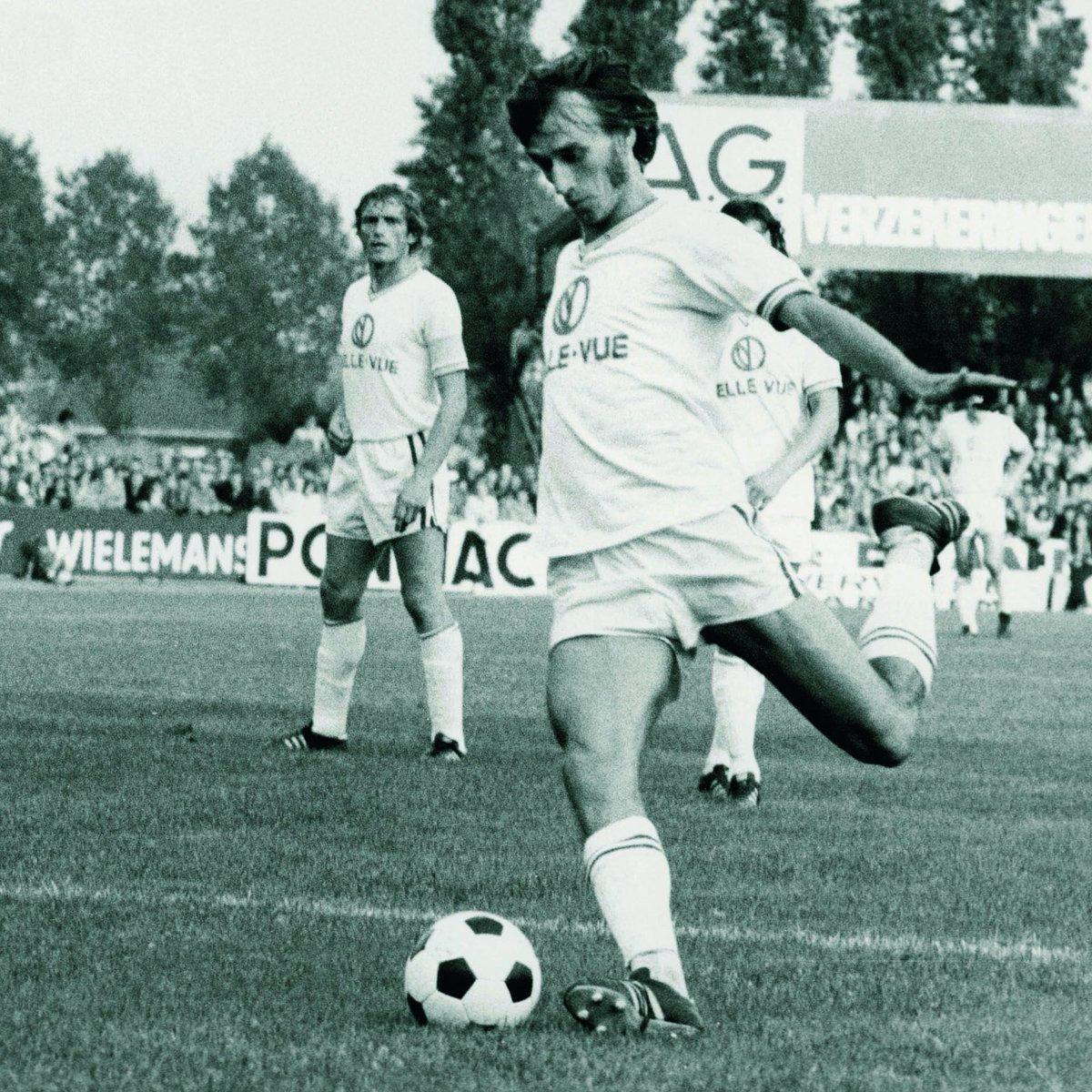 One of RSCA's true legends has sadly passed away. Prachtige voetballer, clubicoon ...l'homme serpent, le plus bel ailier gauche qu'ait connu le Sporting ... Veel sterkte aan de familie en aan iedereen die dicht bij hem stond. RIP Robbie Rensenbrink #LEGEND https://t.co/CI8Nkw0iw4