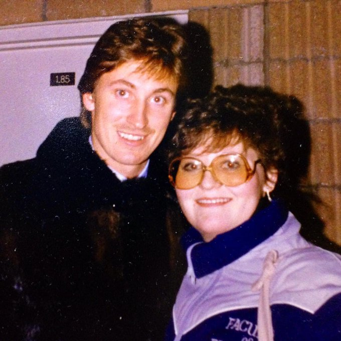 Happy birthday to one of the greatest of all time, Wayne Gretzky. This is of the two of us in 1987.