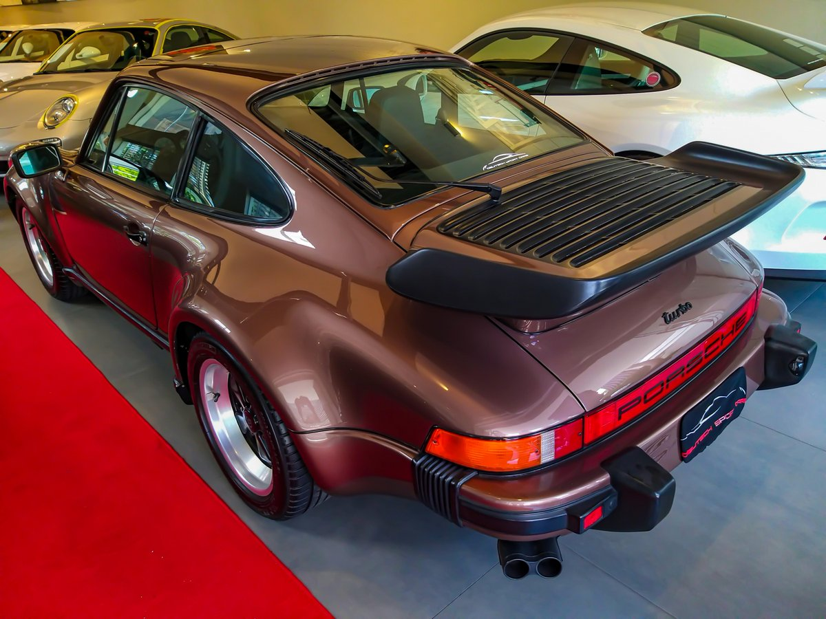 #Porsche 930, a true classic from Zuffenhausen, and one of the most #iconic cars ever made. http://redd.it/eu1v2qpic.twitter.com/qxYIqjHaH1