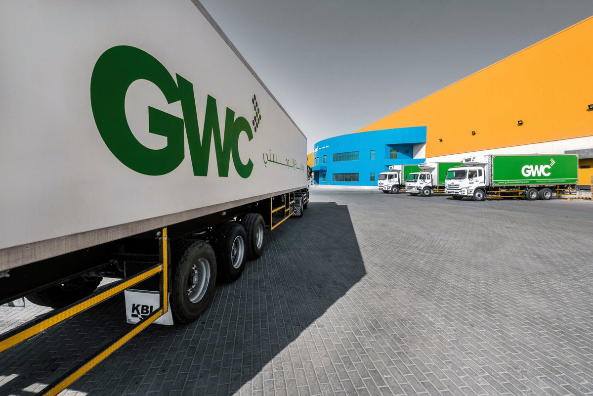 Dedicated transport fleet of over 1,200 trucks, trailers, and specialized vehicles  مع أسطول نقل مخصص مكوّن من أكثر من 1,200 شاحنة وقاطرة ومركبة متخصصة  #transport #logistics #service #operations #deliver #warehousing #qatarpic.twitter.com/R7ty4OXwk9