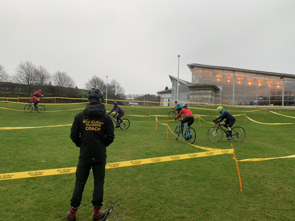 Great to see some of @WLClarion Young Coaches in action at this mornings Linlithgow Cyclocross event - great to see a club supporting young people in coaching roles.   Nearly 50 women giving CX a go with a 90 min coaching session followed by a beginners race! pic.twitter.com/169FfIXk9Z