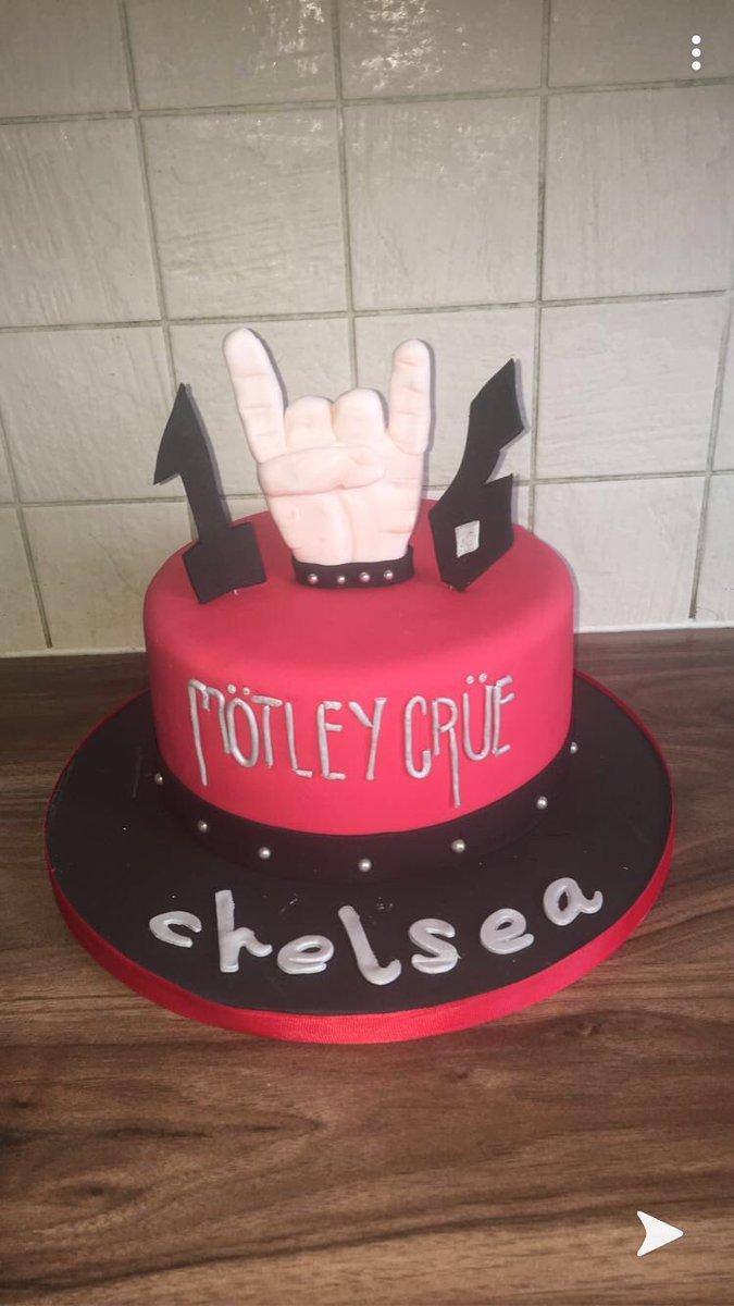 like my cake? @MotleyCrue @NikkiSixx @MrTommyLand @mrmickmars @thevinceneil #birthday #motleycrue #cruehead #motleycrueisbackpic.twitter.com/q8zsY6dl1y