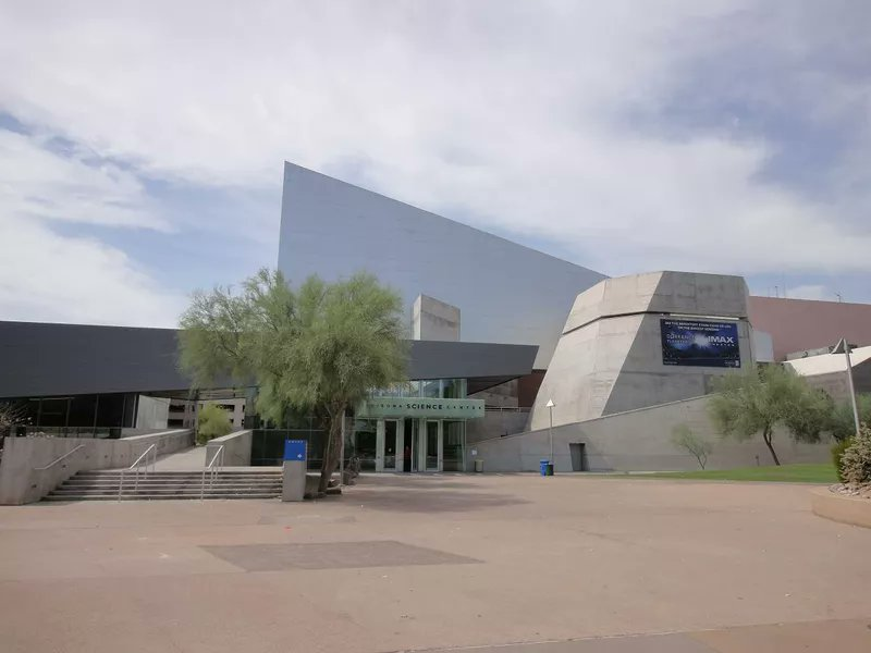The #Arizona Science Center is an attraction in Phoenix that appeals to kids and families. #travelmore  http://cpix.me/a/90670053pic.twitter.com/mzWEJx2Dgv