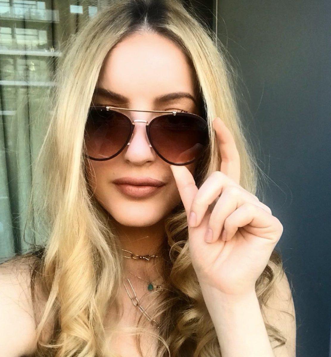 SUNDAY STYLE #velveteyewear #velvetsunglasses #velvettrends #velvetstylebox #bestsunglasses #2020color #socalstyle #designedbywomen #designedforwomen #bestcolor #coloroftheyear #uvprotection #lovevelvet #liketoknowit #findyourfaceshape #SunglassStyle #SunglassColor #dvclosetpic.twitter.com/TWRyIpJKuu