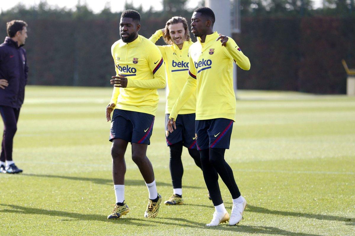El @FCBarcelona estrena su nueva equipación de entrenamiento @nikefootball pic.twitter.com/olMjNZH9Jb