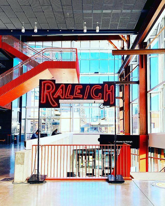 Aww that sunshine!  @raleighunionstation @glas.work #raleighweekend #travelmore #unionstation #raleighwarehousedistrict #glaswork #raleigh #visitraleigh https://ift.tt/30TxAwApic.twitter.com/FRY1Hkq74C