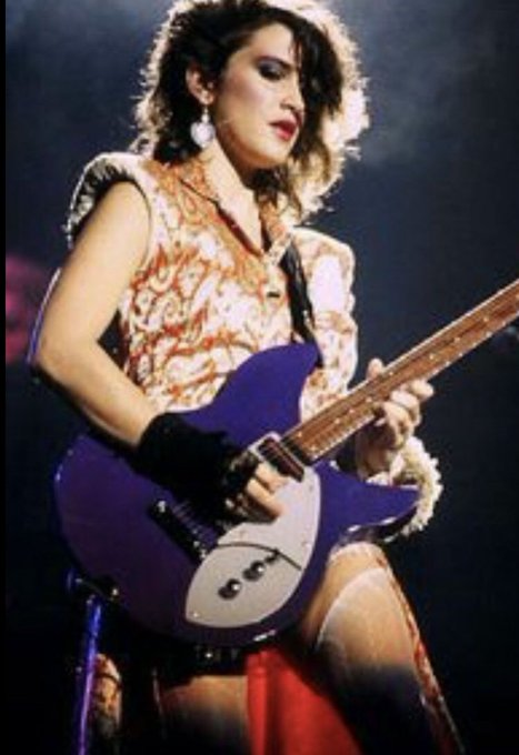 Happy Birthday Wendy Melvoin, creator of the best opening riff in rock history.