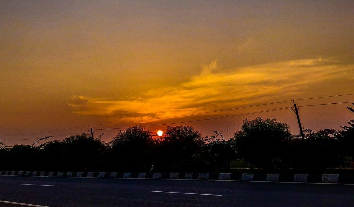 The #Sun sets like a fire 💥 Highway dairies ...  #ShotOnOnePlus 📷