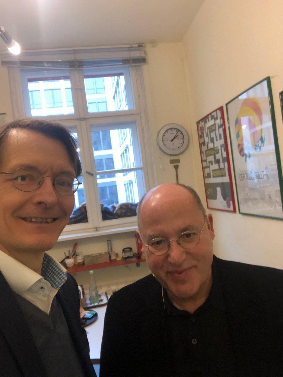 Karl Lauterbach On Twitter Gleich Bin Ich Der Gast Bei Gregor Gysi Im Theater Die Distel In Berlin Er Wird Mich Zu Politik Und Leben Grillen