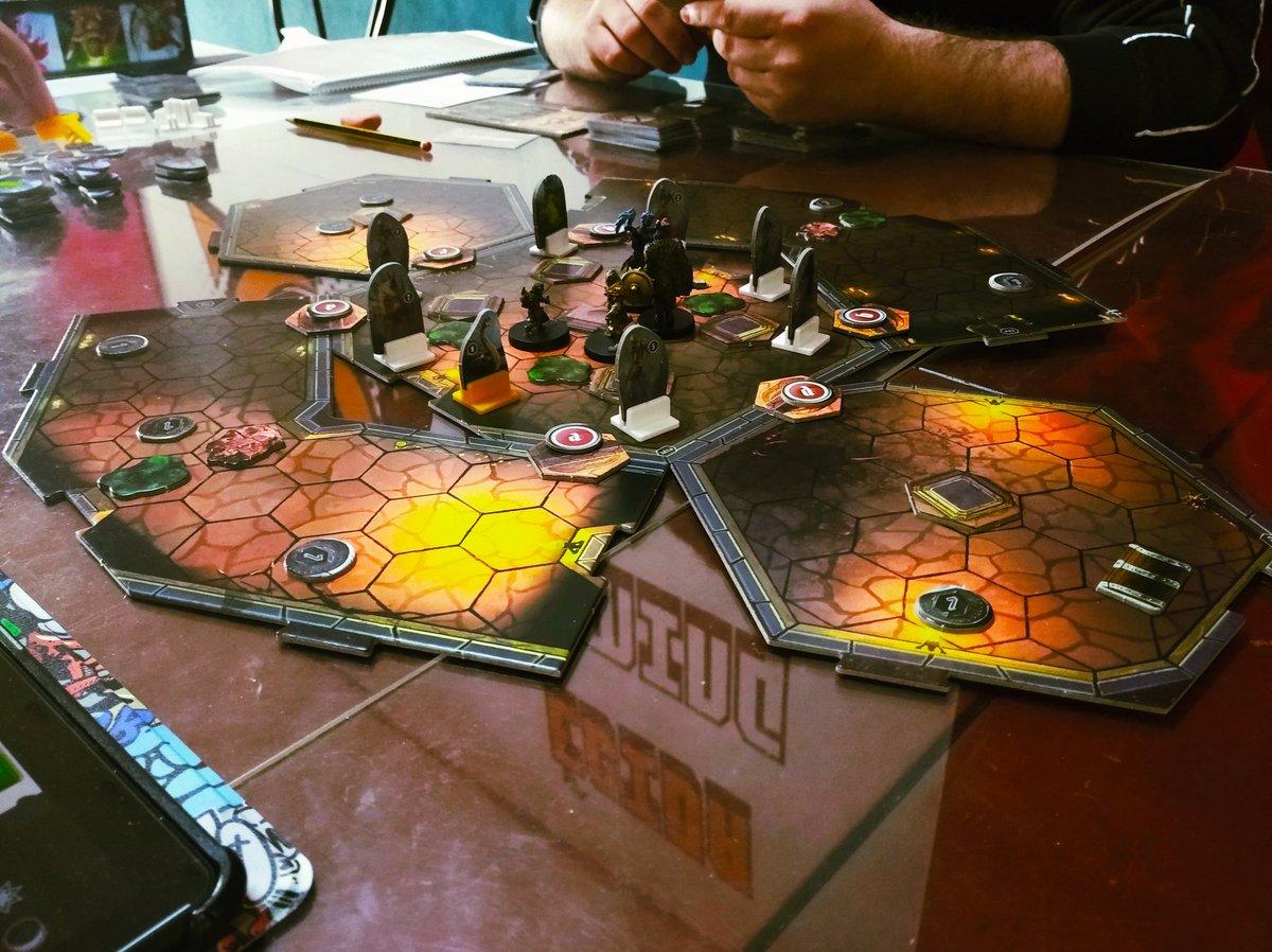 Conseguiremos aguantar las 10 rondas de este escenario de Gloomhaven? Se presenta difícil. #gloomhaven #juegosdemesas #boardgames pic.twitter.com/PR3osnNDFp