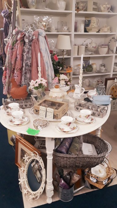 Is anyone else looking forward to Spring?   See @InACountryCttge for the latest trends... #vintage #countrystyle #furniture #homewares #kitchenalia #gardenalia & #gifts  Outlet 1 - Opposite the stairs  Outlet 2 - Facing the lift   @BygoneTimesUK1 @InACountryCttgepic.twitter.com/jd3ubiINQf