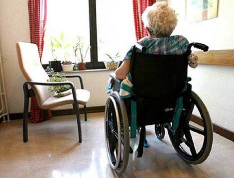 Paralizzata in sedia a rotelle perde la casa per un debito di 5 mila euro - https://t.co/wI1WZjaPDj #blogsicilianotizie