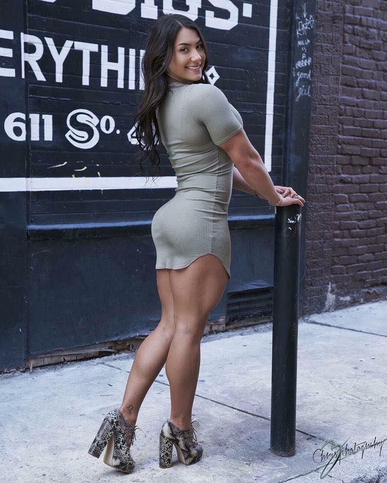 ¿Alguien hace pierna hoy? Si, es domingo... pero cualquier día es bueno para hacer pierna.  #chicafitness #chicafit #fitnessgirl #gym #motivacion #fitnessfreak #cambiatufisicopic.twitter.com/rD6VlRIrSi