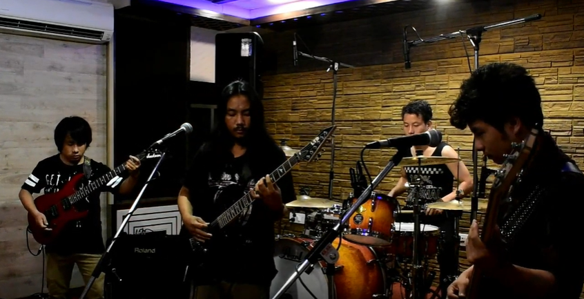 Watch Cry Of Soul perform their awesome cover of 'Enter Sandman' -- This will for sure rock your morning!  . https://www.neverenoughmusic.com/enter-sandman-cover-cry-of-soul/… . #musicvideo #indiemusic #indierock #rockmusic #rock #rocksong #rockmusicians #rockmusician #rockmusicvideo #indie #rocknroll #hardrockpic.twitter.com/bUAcQy177m