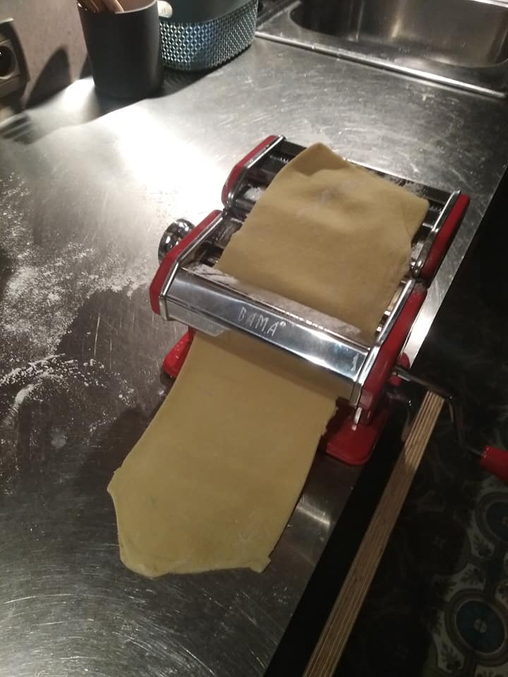 Making my own pasta! Surprisingly easy, surprisingly delicious. pic.twitter.com/TXJ72LYdoY