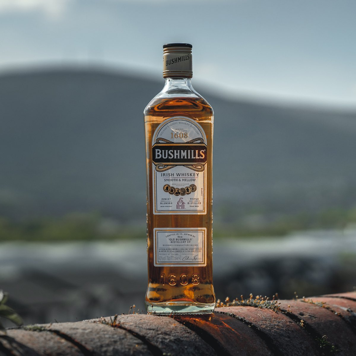 A whiskey as versatile as the Island from which it hails.   #DrinkResponsibly #Bushmills<br>http://pic.twitter.com/QU0KUBGHya