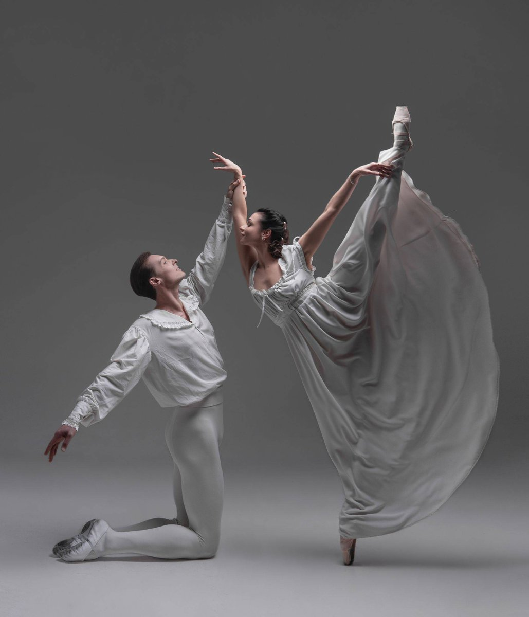 Today is the Day! The National Ballet Theatre of Odessa, Ukraine presents Romeo and Juliet on our big, beautiful stage! #RomeoAndJuliet #ParamountAurorapic.twitter.com/ru9YrhbLvf
