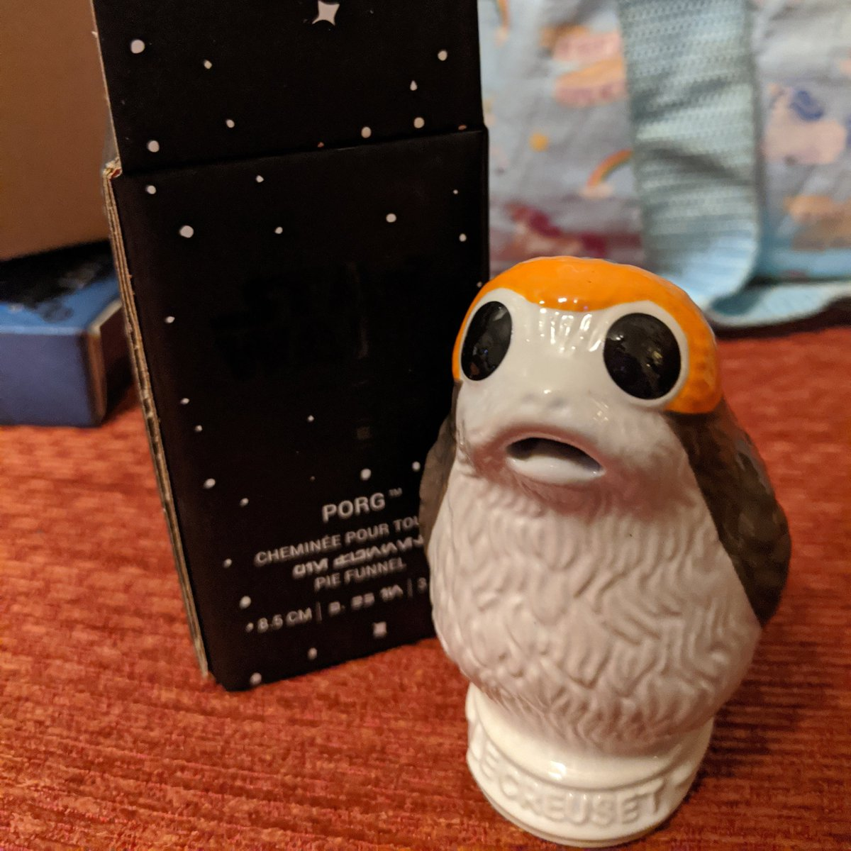 Look who arrived  Thank you @porg_zilla for telling us where we could adopt this little guy from he arrived safe and sound  #porg #porgs #lecreuset #starwars #porgpiepic.twitter.com/ZSXeOjdn0Y