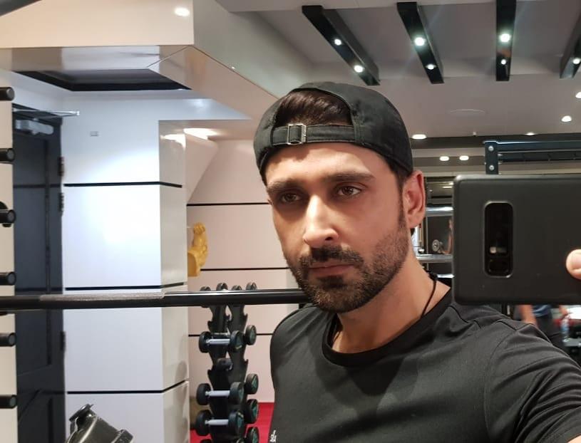 Mandatory gym selfie because I am at the gym on a sunday ... #focused #goals #dedicated #gymmotivation #samikhan #nopainnogain #workharder pic.twitter.com/ckephpGRuW