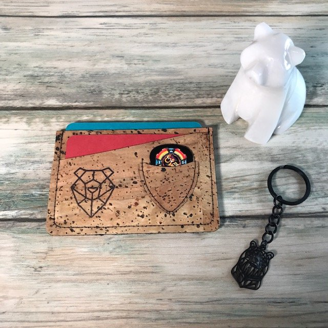 This cork wallet is soft to the touch although durable and waterproof. The inside is lined with black cotton enabling your credit cards to slide smoothly in and out of the wallet.#corkwallet #corkproducts #veganwallet #veganproducts #guitarpicks #picks #giftsforguitaristpic.twitter.com/gnURTgw7VJ