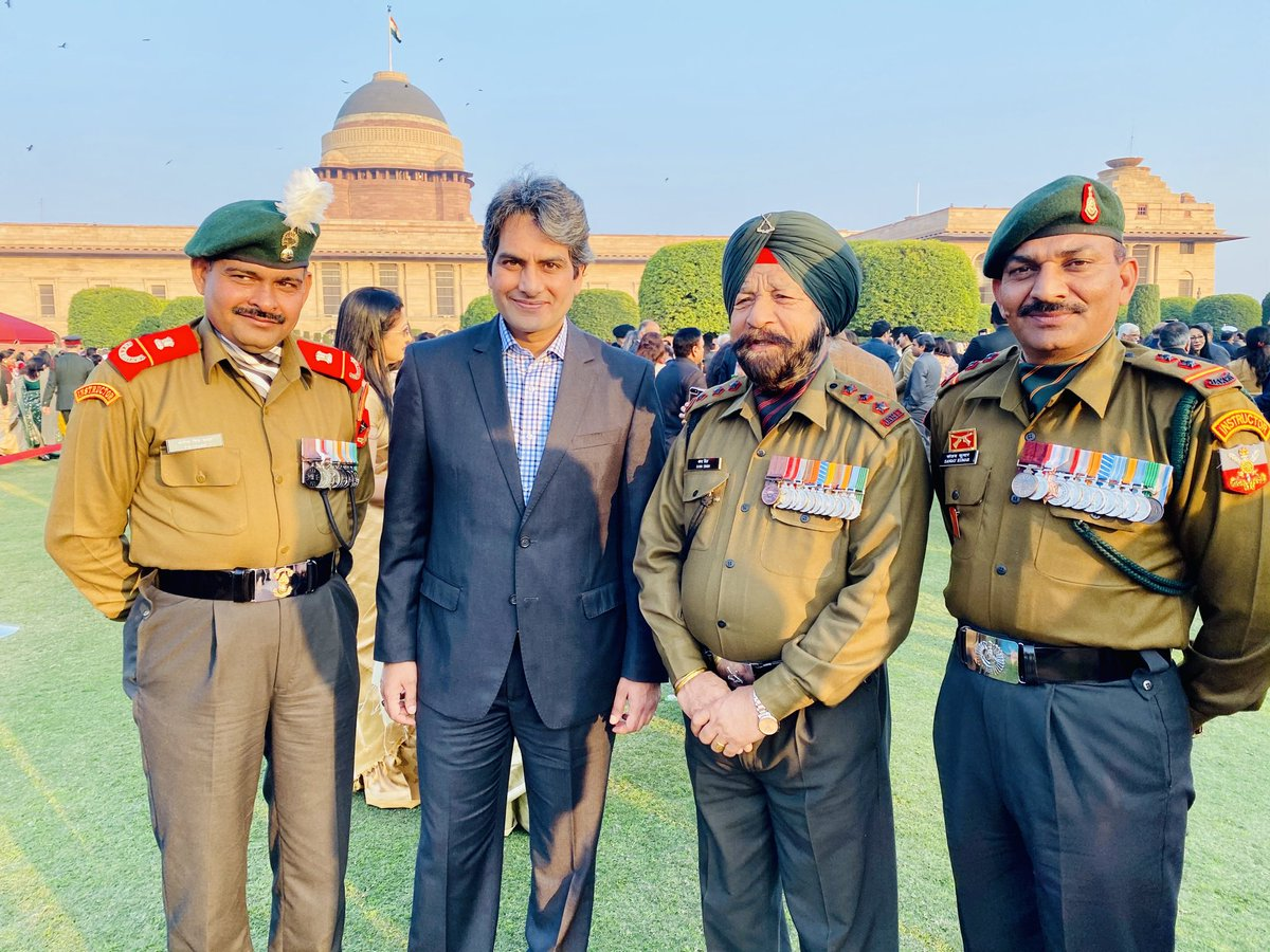 My favourite picture this #RepublicDay when I shared the frame with recipients of the highest military decoration Param Vir Chakra, Subedar Major Yogendra Yadav, Captain Bana Singh and Subedar Sanjay Kumar. My salute to these brave hearts. Jai Hind #LivingLegendspic.twitter.com/RAngnWCv2R
