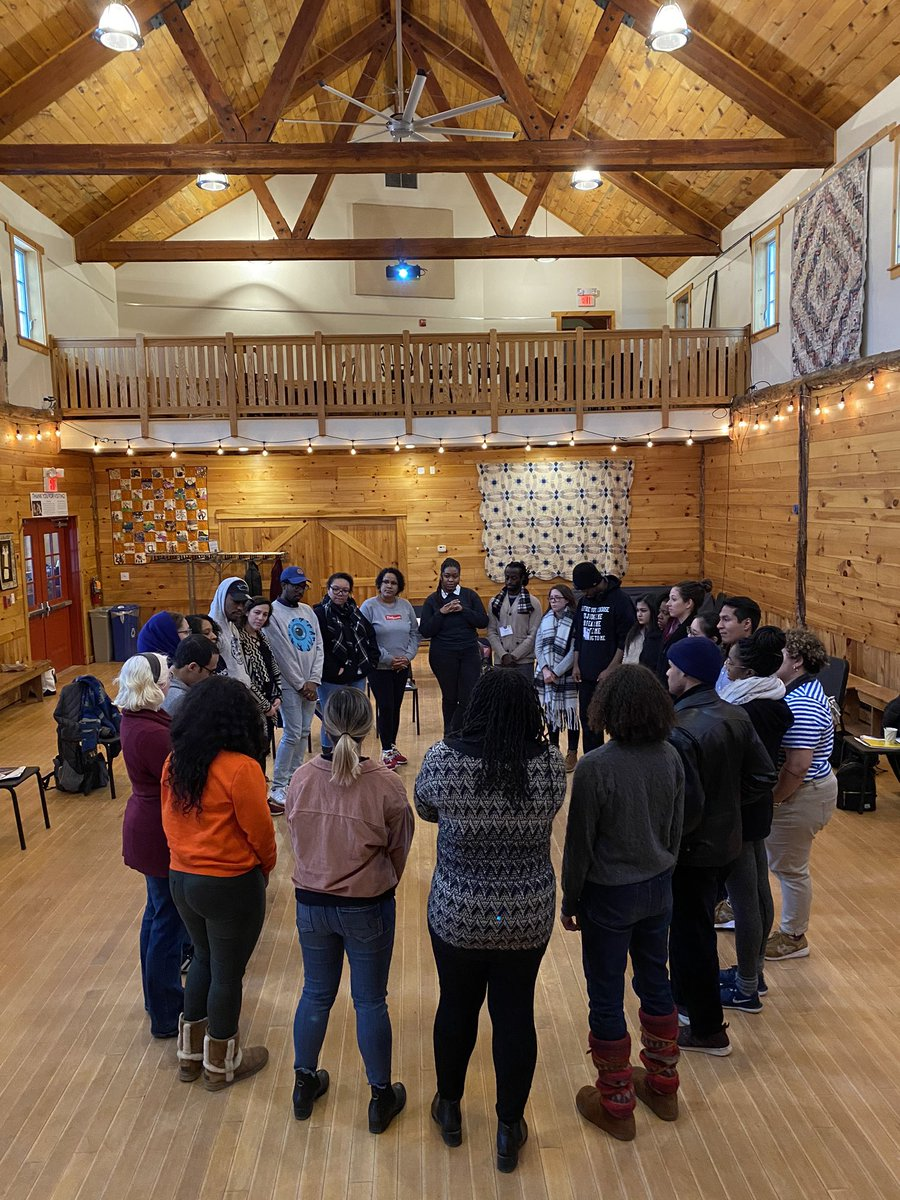 """""""Turn and face out so you can feel that we have your back"""" Closing gratitude circle at this weekend's Community Fellows Program #retreat #INPinNYCpic.twitter.com/UDTxBFUoHG"""