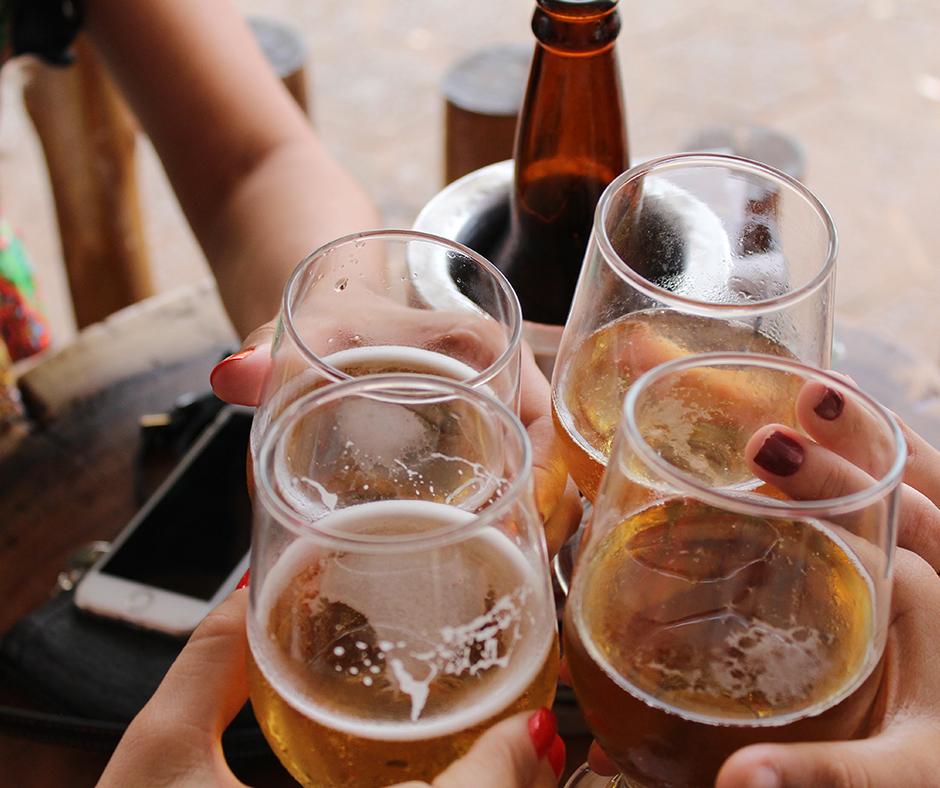 Sunday Funday means All-Day Happy Hour! . . . #herefordhouse #alldayhappyhour #sundayfunday #drinkswithfriends #weekendplans #weekenddrinks #drinkspecials #foodspecials #bar #barfood #cocktails #beer #wine #happyhourspecials #happyhourmenu #visitkc #bestofkc #eatlocalkcpic.twitter.com/xbCcN6jLXU
