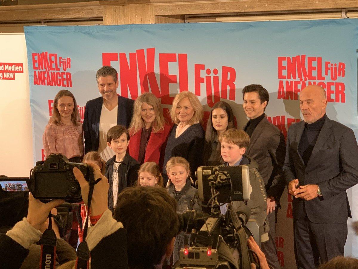 Jetzt bei der Premiere in der Lichtburg Essen #lichtburgEssen #HeinerLauterbach  #Lichtburg #Essen #enkelfüranfängerpic.twitter.com/D2xoODNwlB