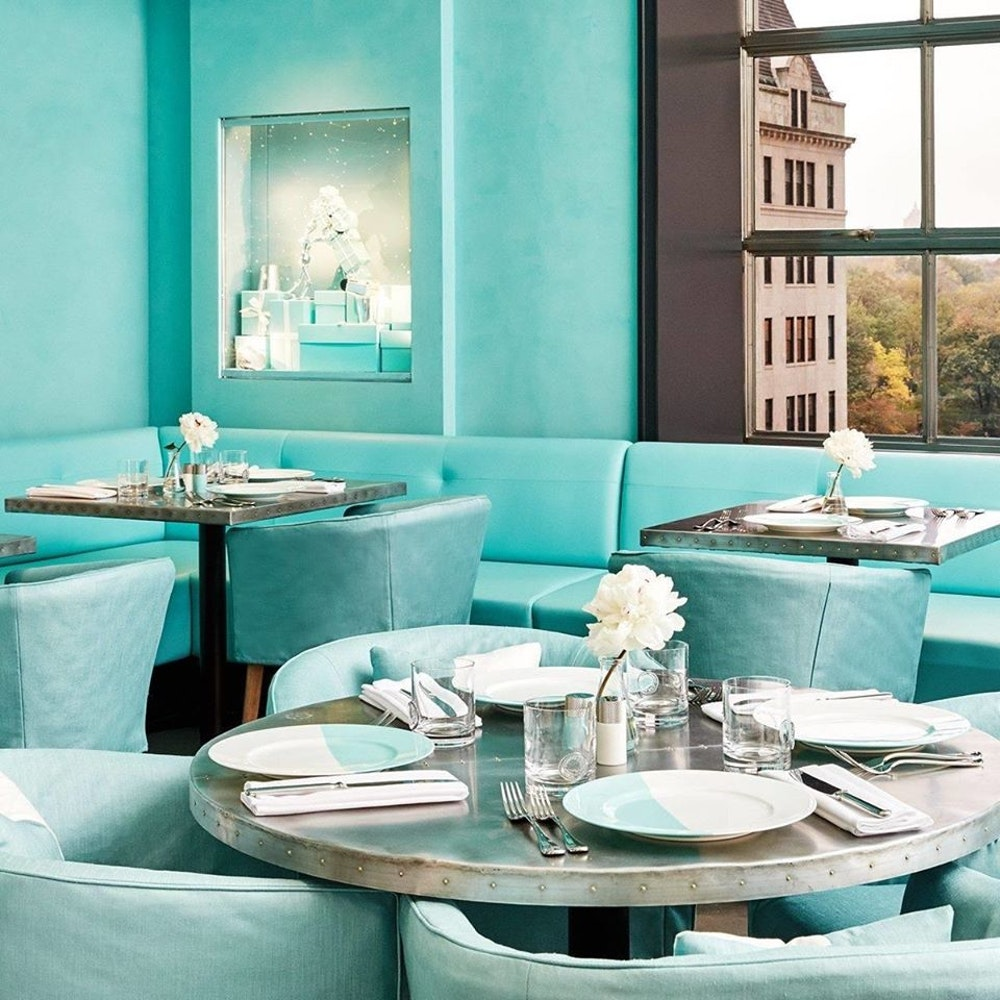 Both @LouisVuitton and @TiffanyAndCo are getting into the restaurant game announcing new openings for London and Osaka last week more on @wwd  https://wwd.com/eye/lifestyle/louis-vuitton-to-open-restaurant-1203447624/…pic.twitter.com/7NVEeYuvxK