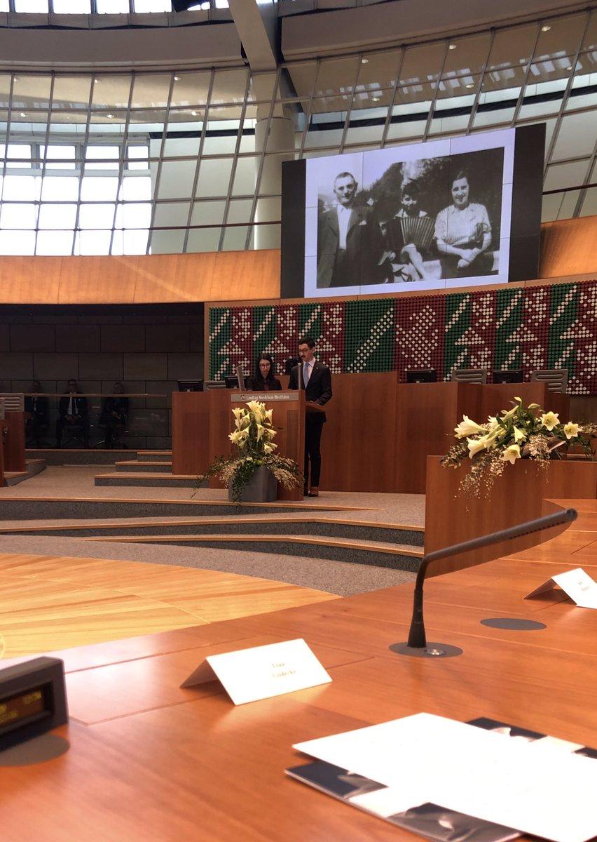Vor 75 Jahren wurde das KZ #Auschwitz befreit. Niemals dürfen wir die #Shoa vergessen. Beim Gedenken im #Landtag erinnerten heute die Enkel von Gary Wolff mit liebevollen und rührenden Worten an den Lebensweg und Kampfgeist ihres Opas. pic.twitter.com/9un16A4nWt