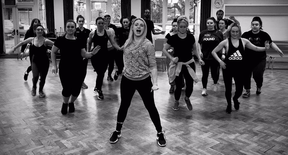 Rehearsal fun #AmDram #MusicalTheatre #AmateurTheatre #Musicals #OnStage #Rehearsals #Chicago #ECMTC #RoxieHart #VelmaKelly #AllThatJazz #MrCellophane #RazzleDazzle #Manchester #BillyFlynn #CellBlockTango #HeHadItComin #AmosHartpic.twitter.com/rWfjCNGsdX