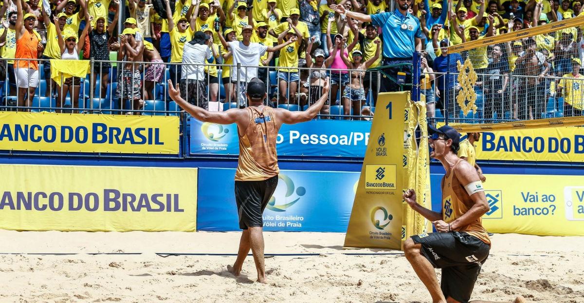 George leva título em casa e chora por conquista com André na etapa de João Pessoa http://glo.bo/2RuOIpi #vôleidepraia pic.twitter.com/fCO3ccAdP4