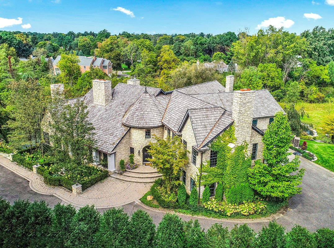 Greater Michigan Lavish estate in a private setting with modern amenities https://www.luxuryhomemagazine.com/michigan/60516 Listed by: Kathy Broock | Max Broock Realtors  #luxuryhomemagazine #luxury #home #architecture #design #inspiration #lifestyle #decor #realestate #luxurylife #realtor #michiganpic.twitter.com/dFX2ELvFgH