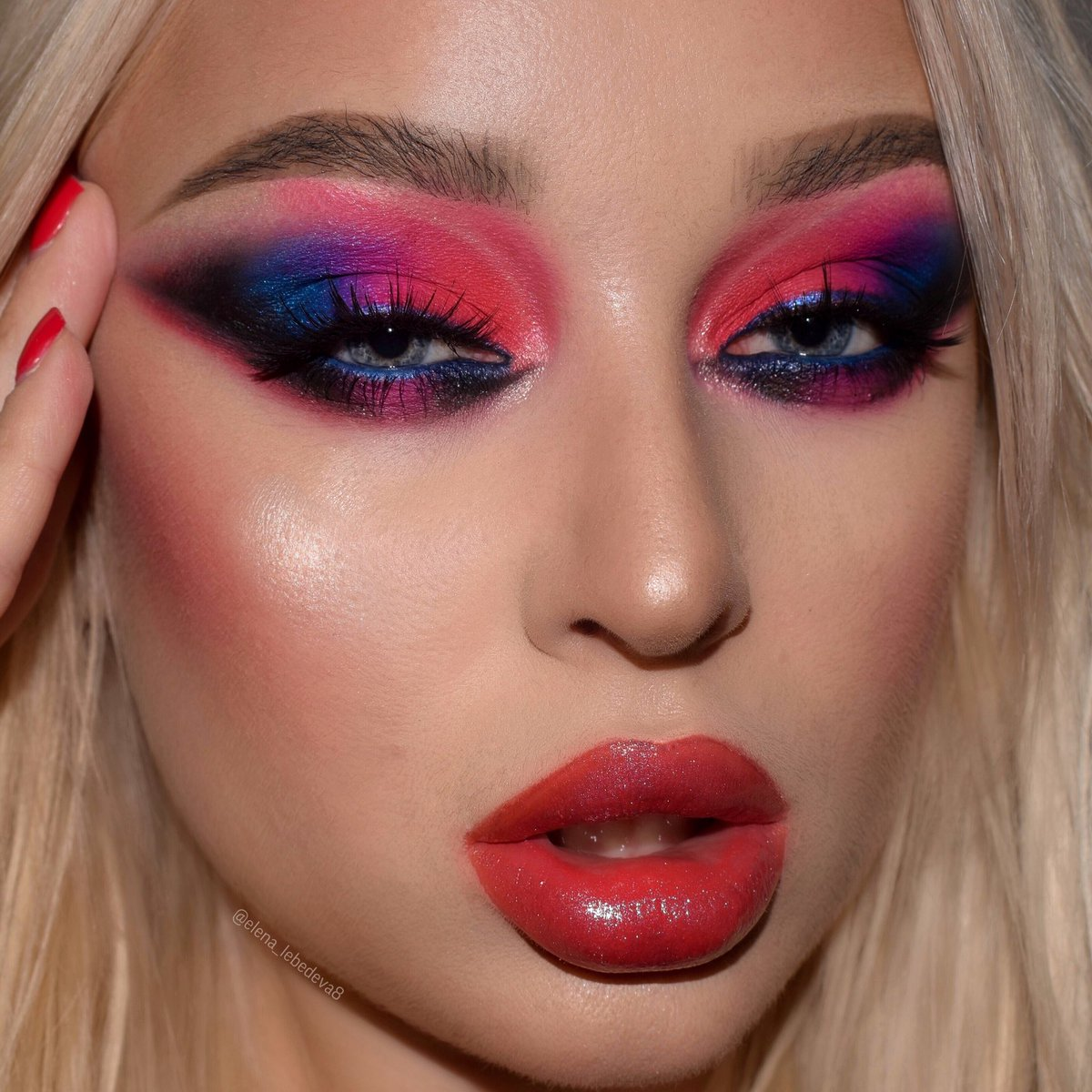 Do you like it? . Yeeeesss babe! Used: Eyeshadow @ColourPopCo blue moon, smoke snow palette No filter concealer Brows @ABHcosmetics brow powder duo color Taupe Eyeshadow Riviera palette Highlight @MACcosmetics hyper real glow Eye pencil @UrbanDecay Roxypic.twitter.com/Od7SUkwwFw