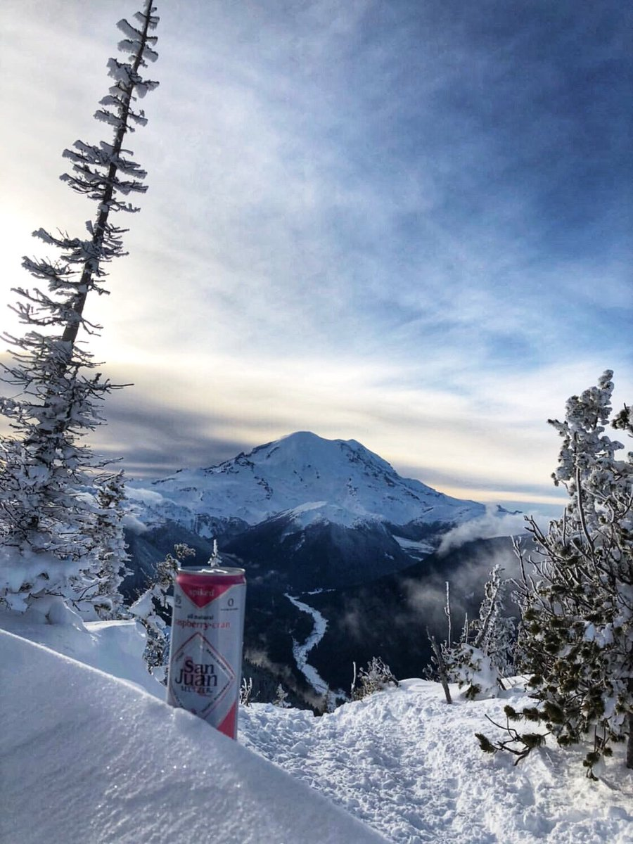 With views like these... Winter > Summer.  Share your winter side and tag us in your #Sundayfunday adventures. #SipAway : @ anniehughey #PNW #pnwonderland #spikedseltzer #optoutsidepic.twitter.com/qcPzFt0OhU