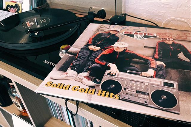 Was a bit busy to post this earlier, but what an album to help power past the lurgie and get the DIY done! . . . . . #beastieboys #soldgoldhiits #newyork #onmyturntable #nowspinning #vinyl #vinylcollection #instavinyl #vinylcommunity #vinylcollector #rec… https://ift.tt/30SO9ZN pic.twitter.com/XWHB3wZR6Q