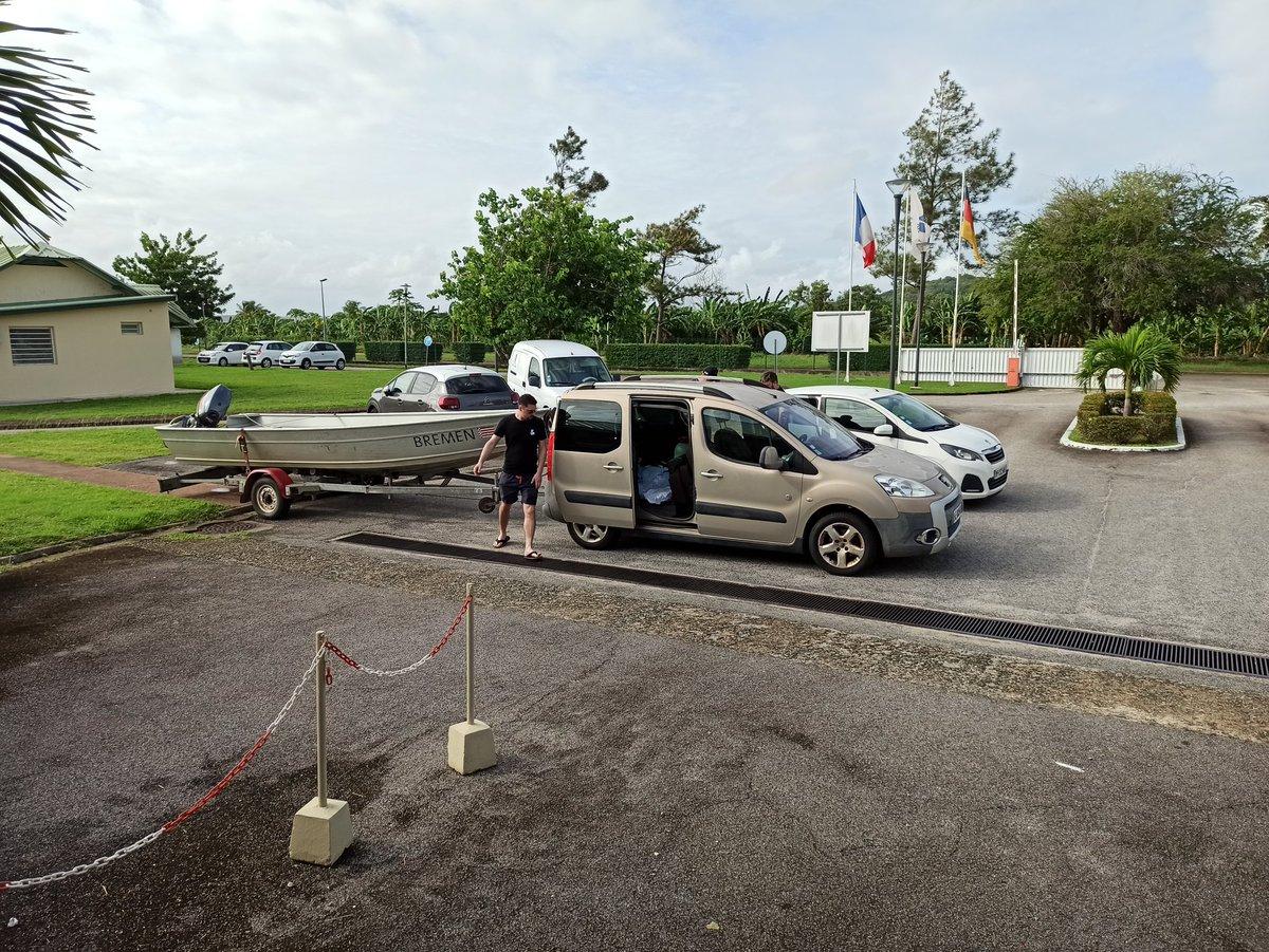 Bootstour auf dem Fluß Kourou und Pitschnass dank Regen zurück kommen... Boat trip on the Kourou river, we get very wet, because it's raining heavy... pic.twitter.com/6gDhN9ZIBV