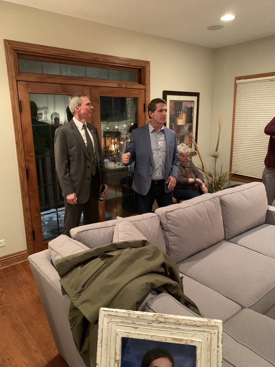 Thanks to @Jerry__Joyce for organizing a great event in #Beverly & to the Barrons for opening up their beautiful home. It was humbling to see the excitement in the room, & thx to everyone who grabbed a yard sign. There will be a sea of them in #19thward these next few weeks #IL03 <br>http://pic.twitter.com/32IGVeFgnM