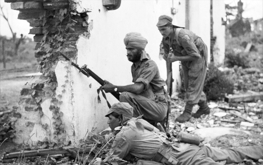 Indian troops of the 20th Infantry Division during fighting in in Prome, Burma, May 1945. #WW2<br>http://pic.twitter.com/0rjZrgJVon