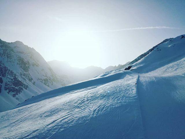 . . . . . #mountains #mountainlove #mountainview #mountainlife #mountainlovers #snow #winter #snowboarding #snowday #snowboard #alps #alpinism #austrianalps #austria #tirol #oetztal #ötztal #soelden #sölden #visiting #visitaustria https://ift.tt/38MSyQNpic.twitter.com/6lqODZavPA