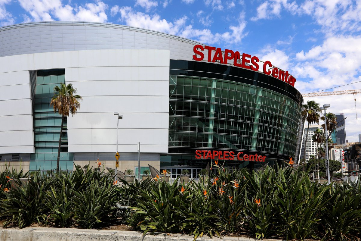 ALERT: Officials are asking people not to gather outside of the Staples Center due to tonight's Grammy Awards